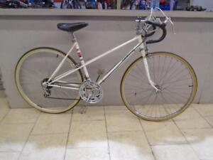 """Vélo de route CCM 20"""" - 0918-1"""