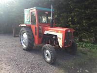 International 434 Diesal tractor with fort lift in very good condition