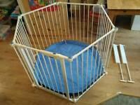 Lindam gate / play-pen / room divider