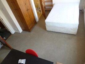 Double Room with en-suite : Stranmillis HMO cert. property.