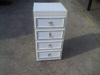 WHITE CHIC CHESTER DRAWER - WITH METAL DECORATIVE HANDLES