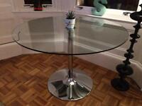 Round glass dining table - perfect condition