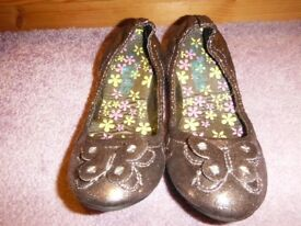 Girls Gold Shoes Size 13 New Condition