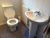 Ideal Standard sink and toilet - excellent condition £60