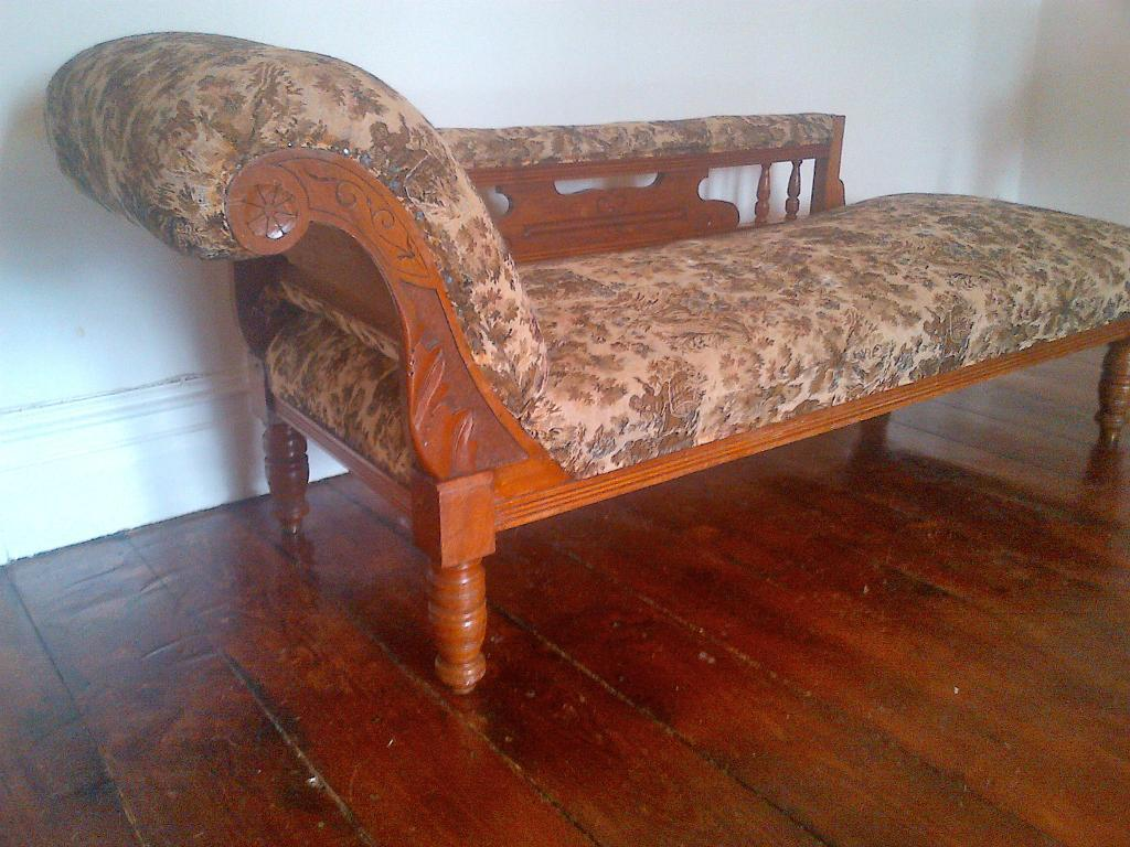 Vintage antique victorian walnut chaise longue day bed for Chaise longue day bed