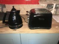 Delonghi four piece toaster and kettle
