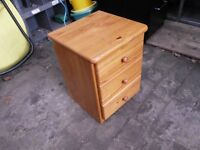 BEDSIDE DRAWS IN PINE