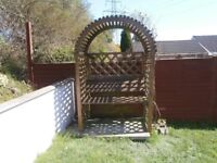 garden Seat / wooden Arbor in excellent condition