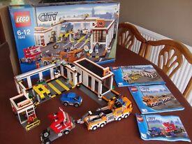 Lego 7642 - City Garage - RARE
