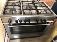 Kenwood 5 burner with large electric oven, very good condition. 90cm wide.