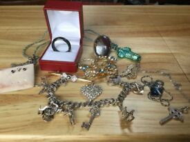 Lot3. 8 pieces of costume jewellery. Price reduced