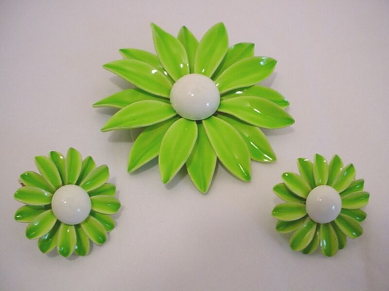 Vintage Signed Emmons Enameled Light Green Metal Flower Pin & Earring Set