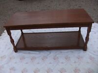 OBLONG OCCASIONAL OAK TABLE TURNED LEGS WITH LOWER SHELF DETAILED EDGING