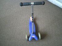 MINI MICRO SCOOTER CHILD M-CRO IN BLUE WALKER NE6