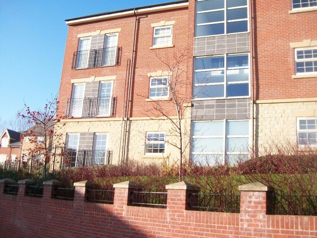 Modern Furnished 2 bed Apartment. Private Parking