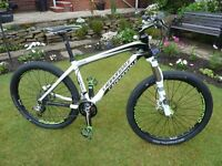 CANNONDALE TAURINE CARBON MOUNTAIN BIKE .
