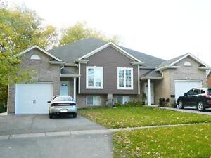 3 BEDROOM SEMI ON RENT FOR BROCK STUDENTS - NEAR PEN CENTRE!