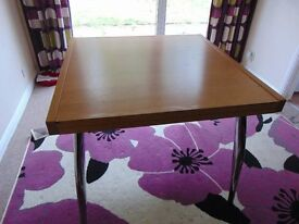 Expandable 6 or 4 seater dining table.