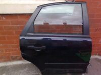 Ford Focus 07 -Left and right - back door complete......., front , back suspension ............ !