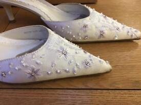 Ladies shoe size 3.5