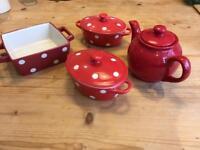 Red kitchen accessories/dinnerwear