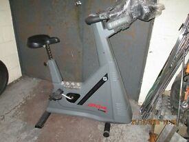 Life Fitness LC9500HRT upright cycle, Full comercial model. Servised in excellent condition £350