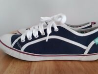 Moshulu canvas shoes size 40