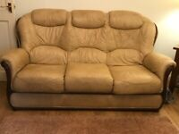 BEIGE LEATHER SOFA SUITE, 1X3 SEATER & 2X ARMCHAIRS GREAT CONDITION