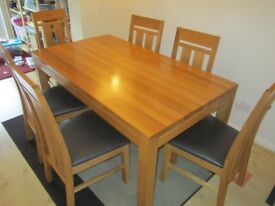 Solid oak dining table + 6 six chairs