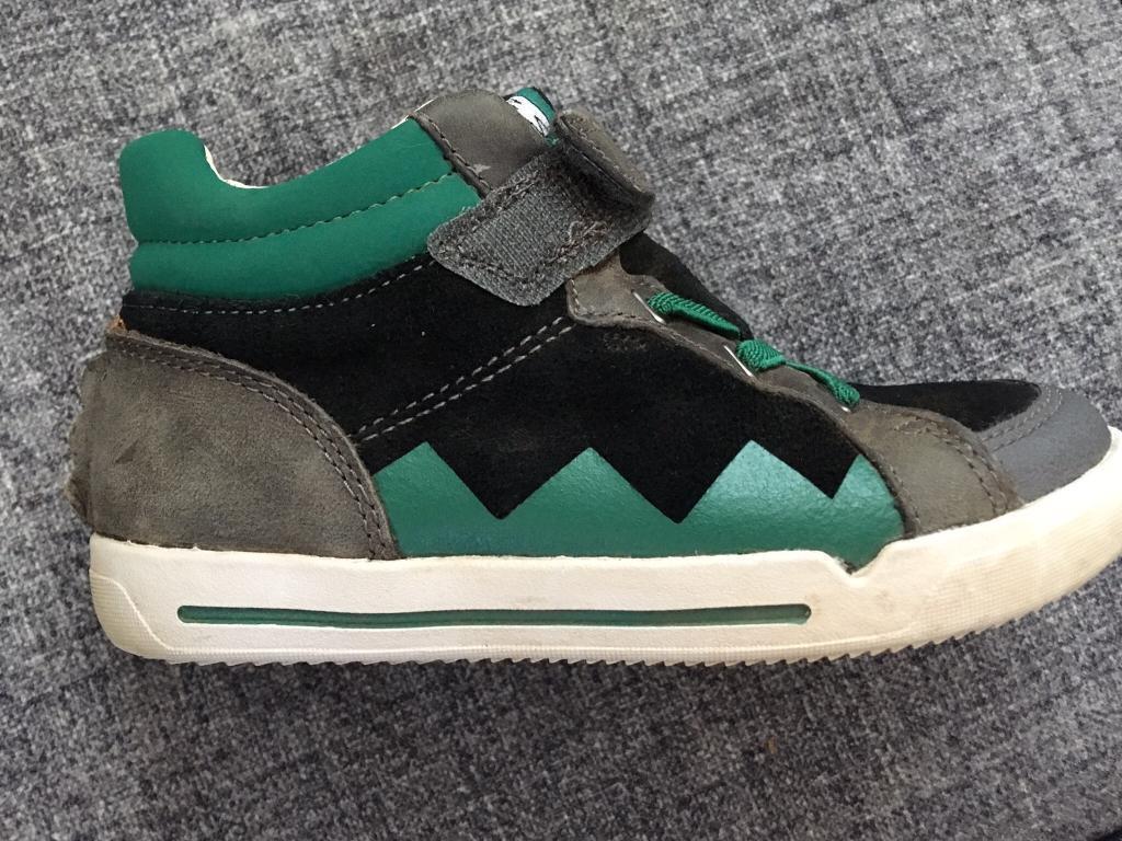 31b2397d9 Clarks kids shoes 8.5 F