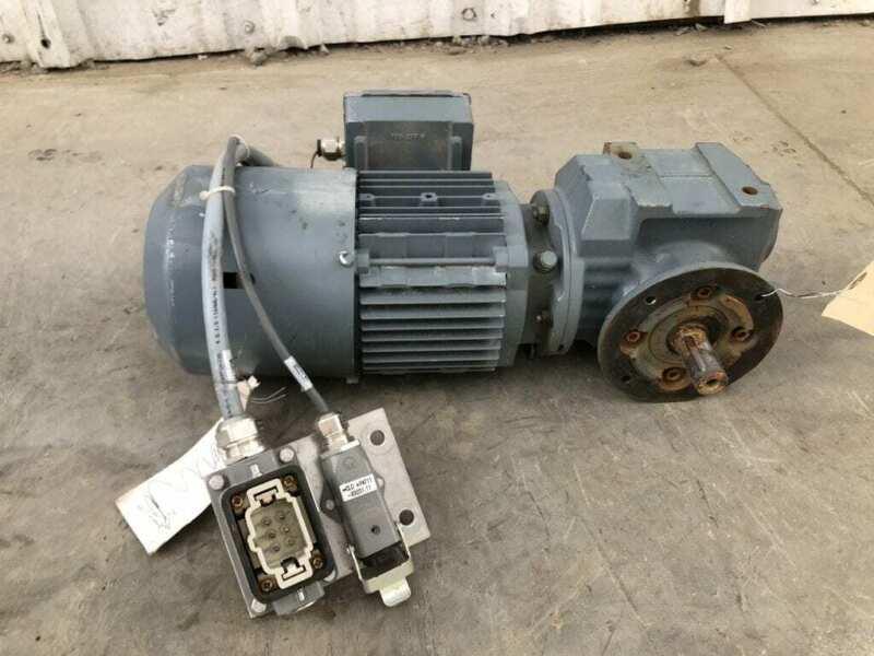 Sew Eurodrive SF37 DT71D4/BMG Gear Drive/Speed Reducer 0.37kW 28.70:1 3PH