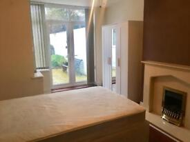 Double room £400 all bills included close to city center/ Cardiff bay