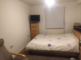 ONE BEDROOM FLAT - CROWN CLOSE, N22.