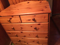 TOP QUALITY.! lovely solid pine chest of drawers