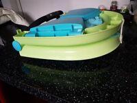 A fold up baby bath
