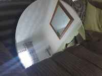 Arched mirror with bevelled edges
