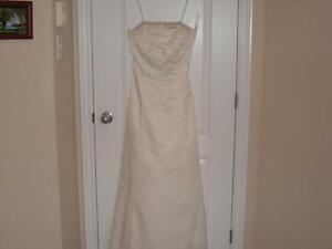 Ladies Size 6 Jessica Gown