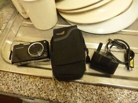 SAMSUNG PL 150 DUAL SCREEN 12 MEGAPIXEL DIGITAL CAMERA AND CASE AND CHARGER