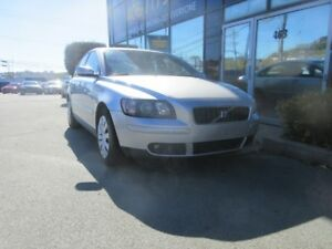 2005 Volvo S40 5-SPEED SPORT SEDAN