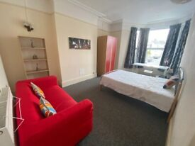 Large Double Room only £140/week (Couples)