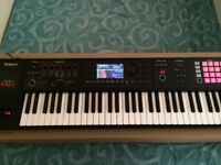 ROLAND FA06 SYNTH KEYBOARD. SUPERB CONDITION BOXED 1 OWNER