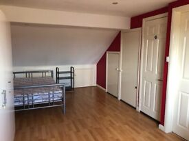 nice spacious double room, un-suite, all bills included, WIFI