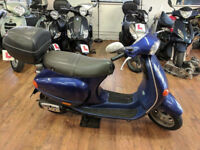 Vespa ET2, Good working condition, comes with top box!