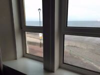Double room- Very large bright double room with sea view in Portobello.