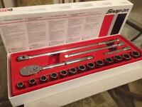 Snap on 1/2 general service set (ratchet, breaker bar, extensions and sockets)