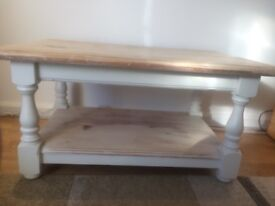 Solid Wood Vintage Style Coffee Table