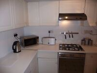 Double room for rent in 4 bed flat, 5 minutes walk from Clapham South station