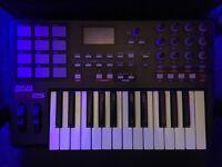 AKAI MPK25 MIDI KEYBOARD!