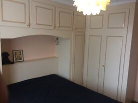 Two spacious bedrooms in a 4 big bed stunning house near to Farm pizza