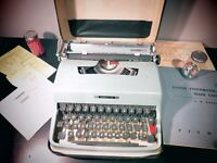 Olivetti typewriter Lettera 32